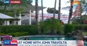 jedno z letadel Johna Travolty u jeho domu na Floridě během televizního rozhovoru - John Travolta známý scientolog