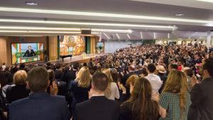 sál pro společenské akce v budově Scientologické církve v Irském Dublinu