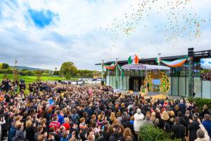 Slavnostní otevření nové budovy Scientologické cíkve i Irském Dublinu