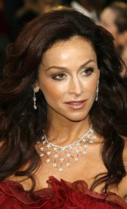 Americká herečka Sofia Milos se hlásí k Scientologické církvi.