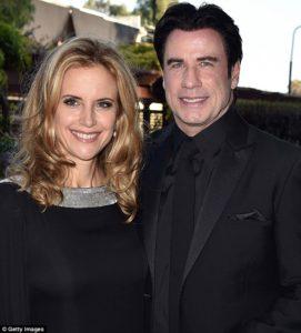 Kelly Preston a John Travolta jsou členy Scientologické církve