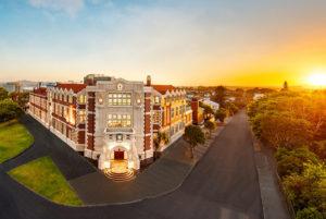 Slavnostní otevření rekonstruované historické budovy Scientologické církve na Novém Zélandu v městě Aucklad dne 21. ledna 2017